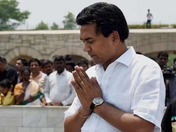 Kapil Mishra pays tribute at Rajghat before...