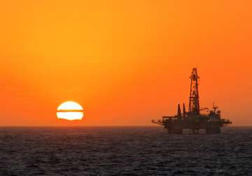 Oil prices rose 1 per cent as prices of oil...