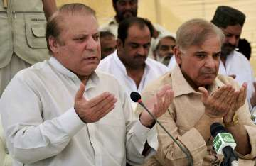 Nawaz Sharif meets top aides to deal with...