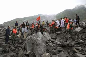 15 bodies pulled out of China's landslide, 118...
