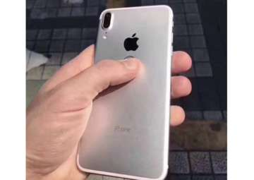 New iPhone 8 leaks reveal large display, rear...