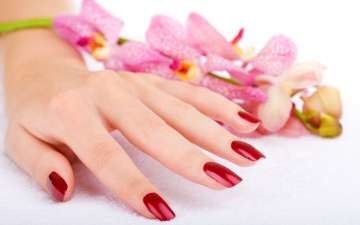 8 simple steps to save your nails from...