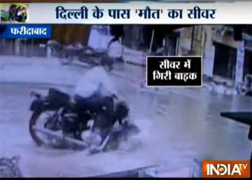 Open manhole in Faridabad traps vehicles,...