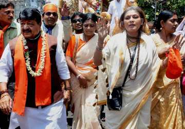 CID summons BJP's Roopa Ganguly, Kailash...