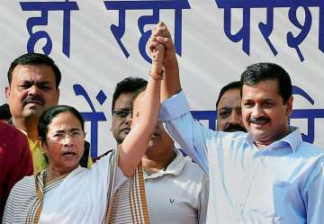AAP supports Mamata Banerjee after her war of...