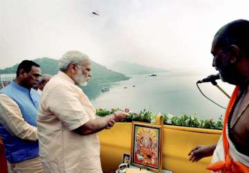 PM offers prayers to Narmada River during...