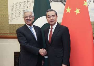 Chinese Foreign Minister Wang Yi meets his Pak...