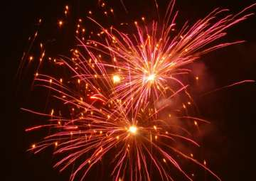 HC fixes 3 hours for bursting crackers on Diwali...