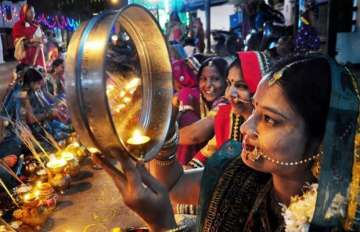 karva chauth 2017, Moon Rise Today in Delhi and Other Cities of India