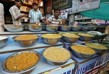 Wholesale inflation in September falls to 2.6 pc ...