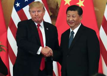 Donald Trump poses with Xi Jinping for a photo...