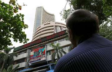 Sensex, Nifty extend losses as RBI maintains key...