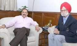 Balbir Singh Sr (right)