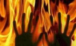Fire engulfs passenger bus in Pakistan