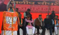 'Desh ke gaddaron ko, goli maaro...': Anurag Thakur urges