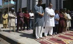 Pakistan mosques stay open in even as coronavirus death toll rises