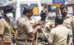 mumbai police saves suicidal man