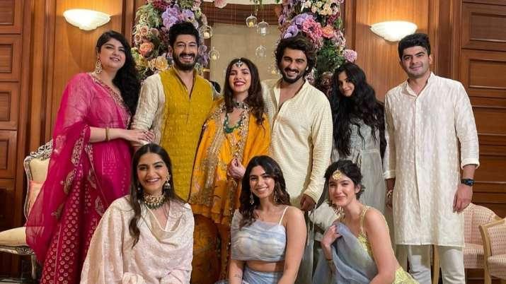 Arjun, Sonam Kapoor share family photos from Antara Marwah's 'Godh bharai,'  say 'smiles are us'   Celebrities News – India TV